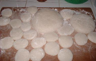 タイの新米カオニョウで作った丸餅