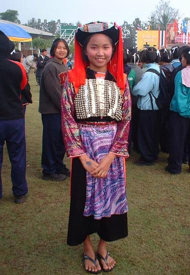 リス族の鮮やかな民族衣装