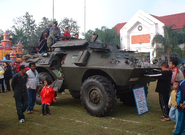 本物の機関銃付装甲車